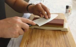 Handghaltung beim Messerschärfen